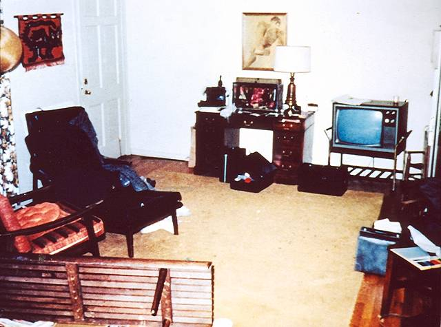 Top Jeffrey MacDonald Crime Scene Living Room 640 x 475 · 43 kB · jpeg